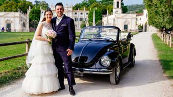 A vintage car for your wedding